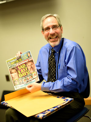 Matthew Kauffman jokes with SVU students at the Hartford Courant. Photo by Erik Flores.
